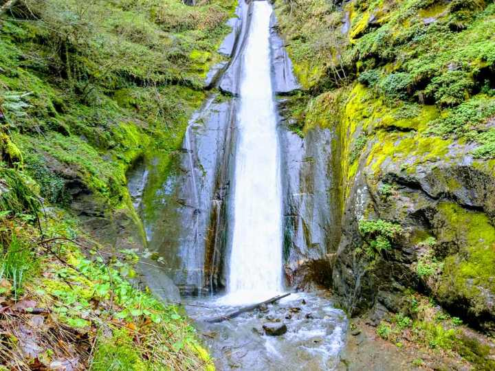 Smolari Waterfall – hiking through amazing nature