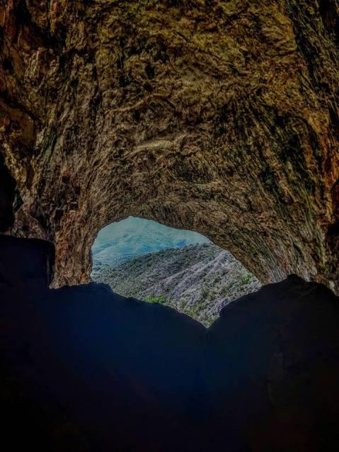Cave Pesna
